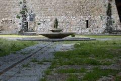 Fonte no jardim de St Mary, Brihuega, Espanha foto de stock