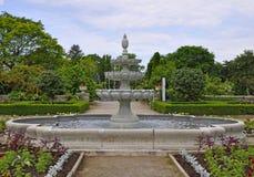 Fonte nos jardins Fotos de Stock