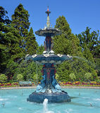 Fonte nos jardins botânicos de Christchurch durante o verão Imagens de Stock Royalty Free
