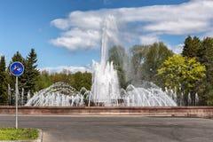 Fonte nova em Victory Park marítima na ilha de Krestovsky em St Petersburg Fotografia de Stock Royalty Free