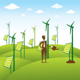 Fonte o uomini di energia rinnovabile creativa che dà acqua al mulino a vento o al pannello solare Fotografie Stock Libere da Diritti