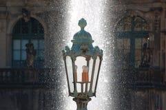 Fonte velha da lanterna e de água Imagem de Stock Royalty Free