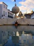Fonte velha na plaza Foto de Stock