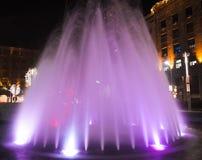 Fonte violeta bonita com a decoração do ano novo Imagens de Stock Royalty Free