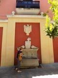 Fontein in Aalmoezenier Suarez vierkant-Granada-Andalusia-Spanje - EUROPA royalty-vrije stock foto