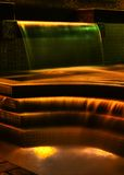 Fontein bij nacht stock afbeeldingen