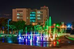 Fontein bij nacht in het centrum van Bier Sheva royalty-vrije stock fotografie