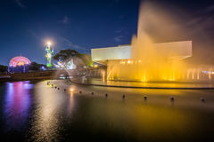 Fontein buiten het Culturele Centrum van de Filippijnen bij nacht Royalty-vrije Stock Afbeelding