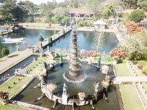 Fontein in de Koninklijke Tuin van Tirta Gangga op het Eiland van Bali in Indonesi? stock foto