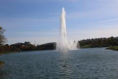 Fontein in een meer Stock Foto's