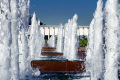 Fontein in een Overwinningspark, Moskou, Rusland Stock Foto's
