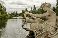 Fontein en Lang Water, Hyde Park, Londen royalty-vrije stock foto