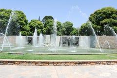 Fontein en monument bij Onafhankelijkheidsvierkant in Mendoza stock foto's