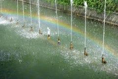 Fontein en regenboog royalty-vrije stock foto's