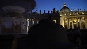 Fontein in het vierkant van Vatikaan stock video