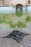 Fontein op de oude pool bij taman het waterkasteel van Sari - de koninklijke tuin van sultanaat van Jogjakarta Royalty-vrije Stock Fotografie