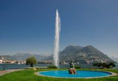 Fontein op meer Lugano Stock Foto's
