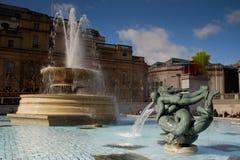 Fontein op Trafalgar Vierkant, Londen, het UK Stock Fotografie