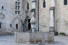 Fontein in oud middeleeuws dorp van Baume les Messieurs in Frankrijk royalty-vrije stock afbeelding