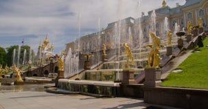Fontein van de Perterhof de Grote cascade Heilige-Petersburg Rusland stock video