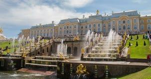 Fontein van de Perterhof de Grote cascade Heilige-Petersburg Rusland stock videobeelden