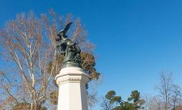 Fontein van Gevallen Engel, hoogtepunt van het Park van Buen Retiro Buen aangaande stock foto's