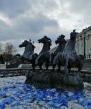 Fontein van paarden in de winter stock afbeelding