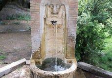 Fontein van vrij drinkbaar water in Rome royalty-vrije stock afbeeldingen