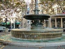 Fontein voor het Theater van Comedie Francaise in Parijs stock fotografie