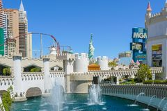 Fonteinen en casino's in Las Vegas royalty-vrije stock fotografie