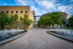 Fonteinen en gebouwen bij Ryerson-Universiteit, in Toronto, Ontar Royalty-vrije Stock Afbeeldingen