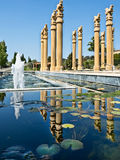 Fonteinen en het wijzen van op pool Royalty-vrije Stock Afbeeldingen