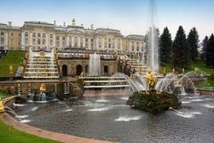 Fonteinen in Heilige Petersburg Stock Afbeeldingen
