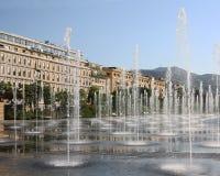 Fonteinen in Massena vierkant Nice Frankrijk Stock Afbeeldingen