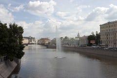 Fonteinen in rivier Stock Afbeeldingen