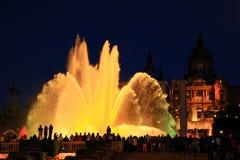 Fonteinen van de Doopvont Magica in Barcelona bij nacht, Spanje Royalty-vrije Stock Afbeeldingen