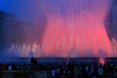 Fonteinen van de Doopvont Magica in Barcelona bij nacht, Spanje Royalty-vrije Stock Foto