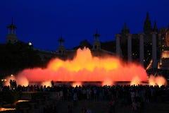 Fonteinen van de Doopvont Magica in Barcelona bij nacht, Spanje Stock Fotografie