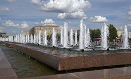 Fonteinen in Victory Park royalty-vrije stock afbeelding