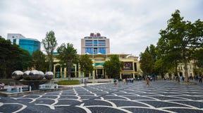 Fonteinenvierkant in Baku stad, winkels Stock Afbeelding