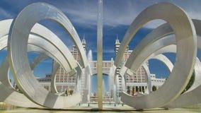 Fonteinhoef en Wiel in Vierkant van liefde timelapse hyperlapse Astana, Kazachstan stock footage