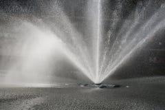 Fonteinwater het verfrissen zich Stock Foto's