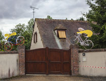 Maskotar under Le Tour De France royaltyfri fotografi