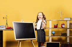 Fontes da criança e de escola no fundo amarelo foto de stock royalty free