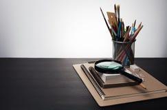 Fontes da educação na tabela preta com espaço vazio para seu texto Foto de Stock