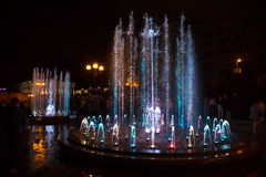 Fontes da luz e da música em Maidan Nezalezhnosti em Kiev Imagens de Stock