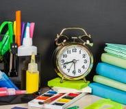 Fontes de escola na mesa Fotografia de Stock