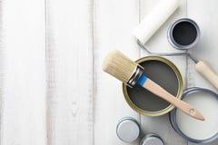 Fontes diferentes da pintura na tabela de madeira branca Fotografia de Stock Royalty Free