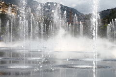 Fontes em Passeio du Paillon em agradável, França imagens de stock royalty free