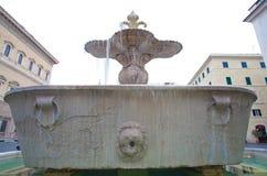 Fontes gêmeas com icycle na praça Farnese, Roma Foto de Stock
